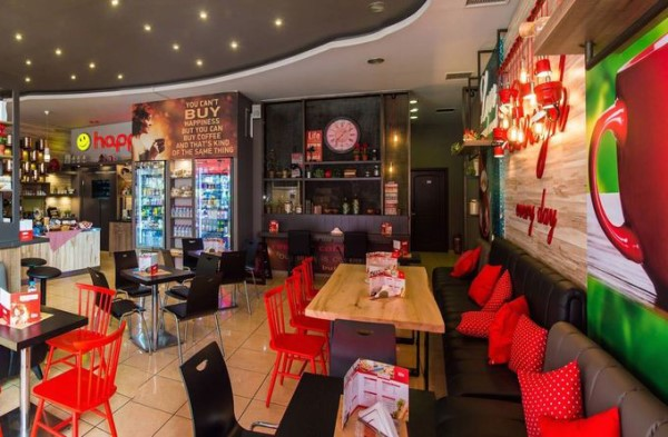 happily-coffee-and-food-serres-www.foititisonline (5)